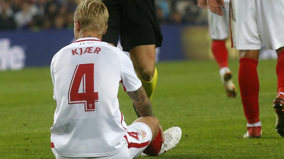 El danés Simon Kjaer (29), lesionado en el Camp Nou.