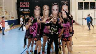Las jugadoras del Aula Valladolid celebran el empate
