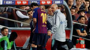 Messi salió lesionado.