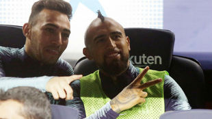 Munir and Arturo Vidal, on the bench against Sevilla.
