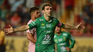 Mauro Boselli celebra su gol ante Necaxa