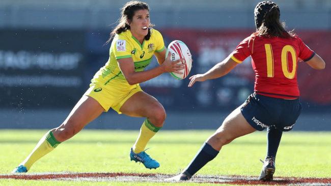 Una jugadora australiana trata de superar a Ingrid Algar.