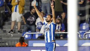 Pablo Marí celebra un gol marcado con el Deportivo.