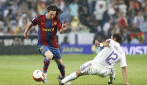 Messi durante un Clásico en 2008