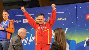 Jordi Morales celebra el oro mundial conquistado en Lasko (Eslovenia).