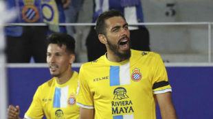 Borja Iglesias celebra uno de sus goles contra el Huesca