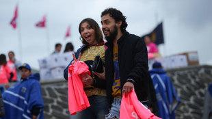 Los aficionados recibieron su camiseta rosa de Pumas.
