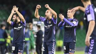 Los jugadores del Valladolid celebran la victoria ante el Betis.