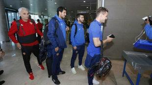 El equipo, a la salida del aeropuerto de Manises