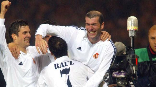 Solari celebra la Novena en Glasgow junto a Raúl y Zidane.