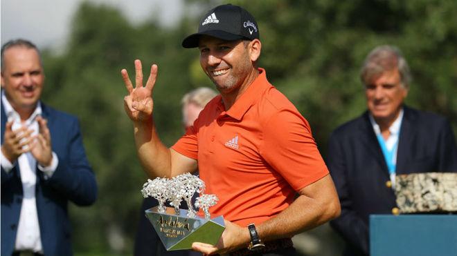 García con el trofeo del Andalucía Valderrama Masters, que ya ha...