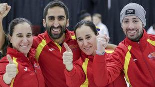 Oihane y Leire Otaegi, Sergio Vez y Mikel Unanue celebran su medalla...