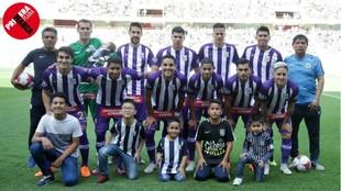 Once en un partido de octubre: los niños que acompañan al equipo...