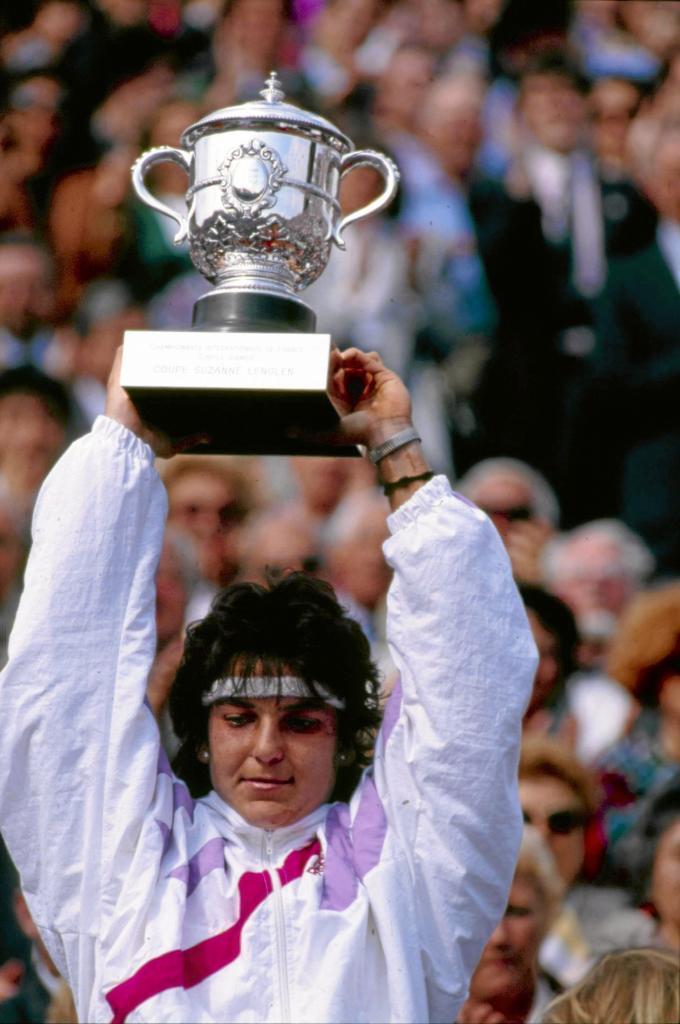 Arantxa levanta la copa de Roland Garros de 1989