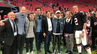 Hamilton junto a Ryan y Bottas