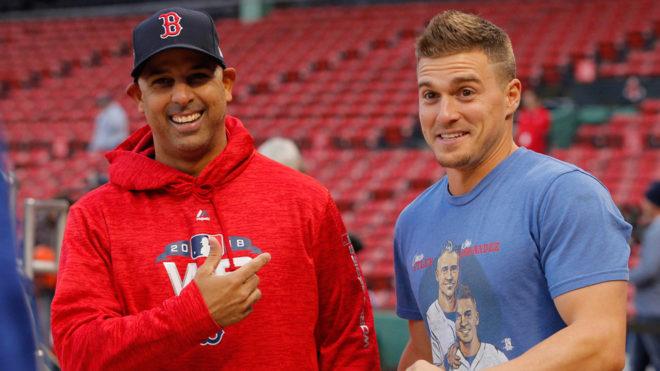 Alex Cora y Kike Hernández en el día de medios de la MLB.