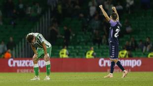 Francis se lamenta en el césped tras la victoria del Valladolid en el...