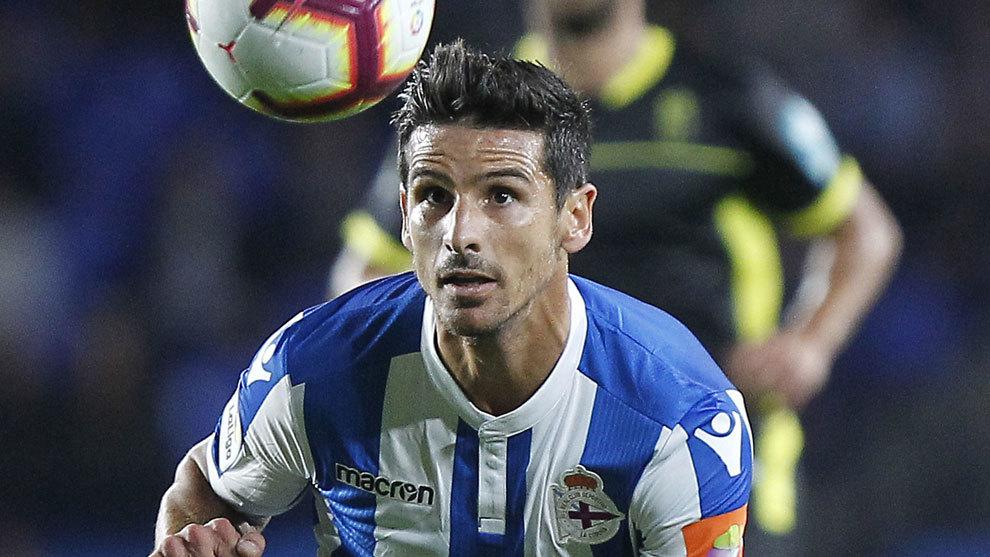 Vicente Gómez en un partido con el Deportivo de La Coruña.
