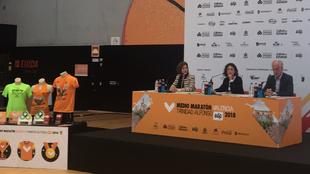 Maite Girau, Elena Tejedor y Paco Borao, durante la presentación.