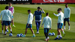 Atletico's Costa and Savic passed fit to face Dortmund