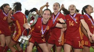 Las jugadoras de la Sub'17 española celebran la conquista del...