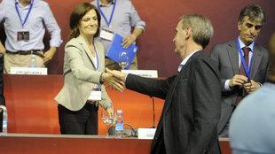 Gorostiza y Albistegui se dan la mano durante las últimas elecciones.