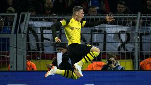 Jacob Bruun Larsen celebra su gol al Nüremberg.
