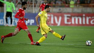 Xavi dando pases ante Persépolis en la vuelta de las semifinales de...