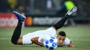 Rodrigo en el suelo durante el partido ante el Young Boys.