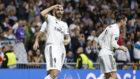 Benzema celebra su gol al Plzen.