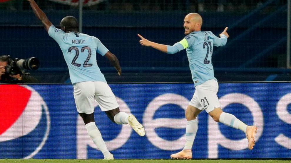 David Silva celebra su gol con Benjamin Mendy.