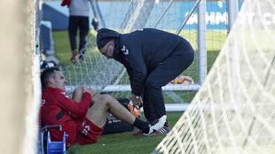 Unai García es atendido tras torcerse el tobillo con claros síntomas...