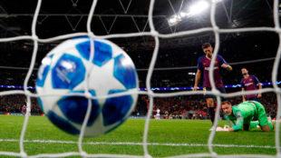 Ter Stegen, Busquets y Lenglet observan cómo entra un gol contra el...