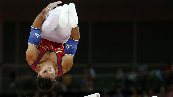 Rubén López, en las paralelas durante los Juegos Olímpicos de...