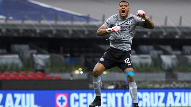 Guillermo Allison festeja el gol de la Máquina