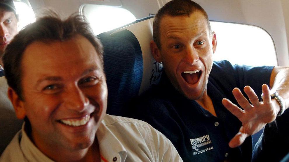 Bruyneel y Armstrong, en un avión, en una imagen de archivo