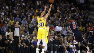 Stephen Curry se lució frente a los Wizards