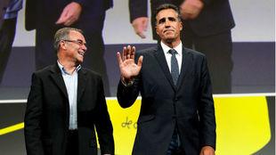 Los cinco veces campeones del Tour: el francés Bernard Hinault y...