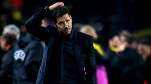 Simeone durante el partido de Dortmund