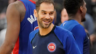 José Manuel Calderón en el banquillo de los Pistons