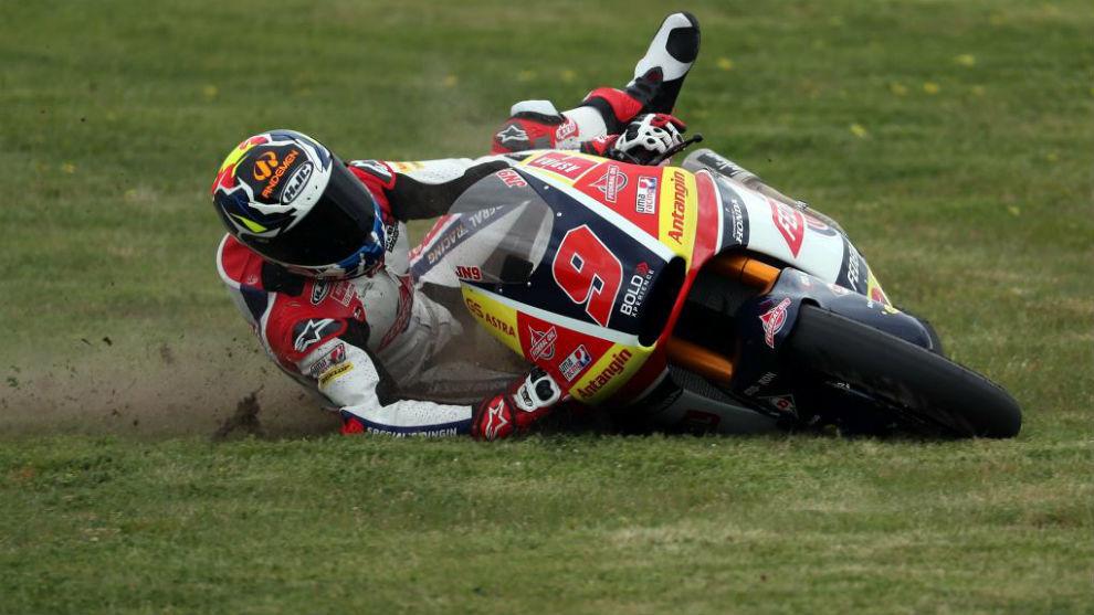 Jorge Navarro, por los suelos en el primer libre de Moto2