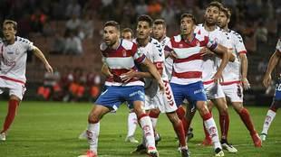 Antonio Puertas, agarrado en el partido ante el Majadahonda, marcará...