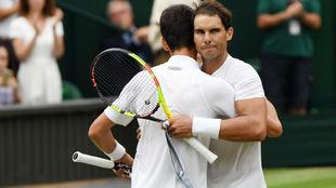 Nadal y Djokovic se abrazan en la red
