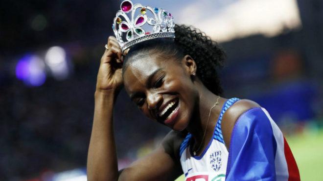 Dina Asher Smith celebra su triunfo en los 200 metros de los Europeos...