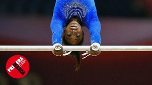 La gimnasta Simona Biles, campeona olímpica, durante un ejercicio en...