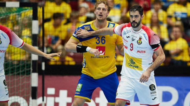 Raúl Entrerríos con el sueco Nielssen en la primera jornada de la...