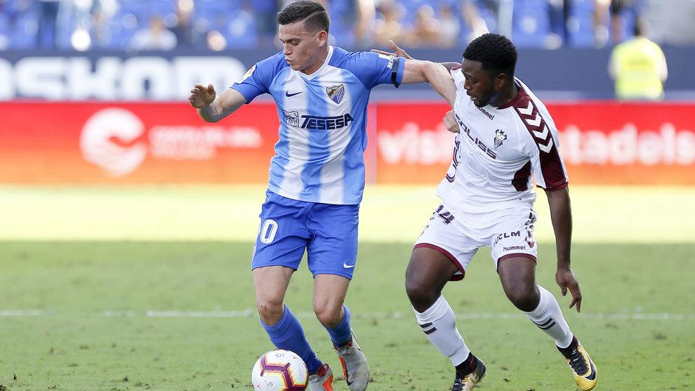 Harper con el balón en un partido contra el Albacete.