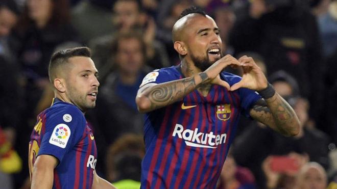 Vidal celebra el quinto del Barça.