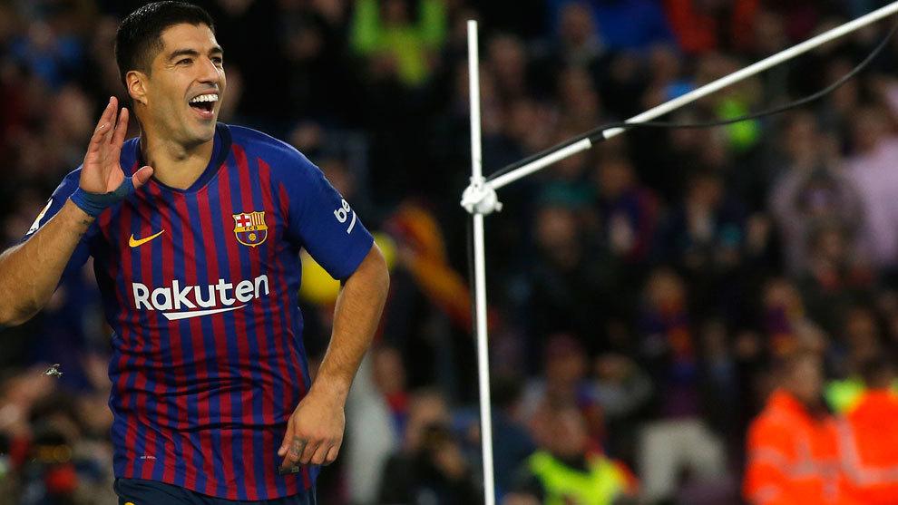 Luis Suárez celebra uno de los goles ante el Real Madrid