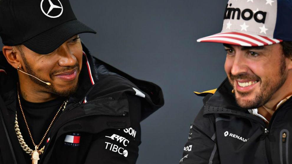 Hamilton y Alonso, en una rueda de prensa de 2018.